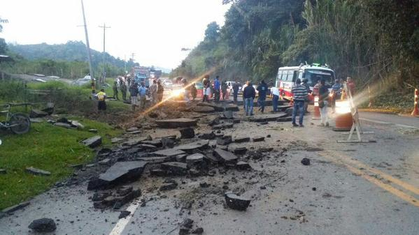 Paso a un carril en vía Cali – Popayán por atentado
