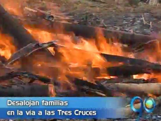 180 familias desalojadas de una invasión en el cerro de las Tres Cruces