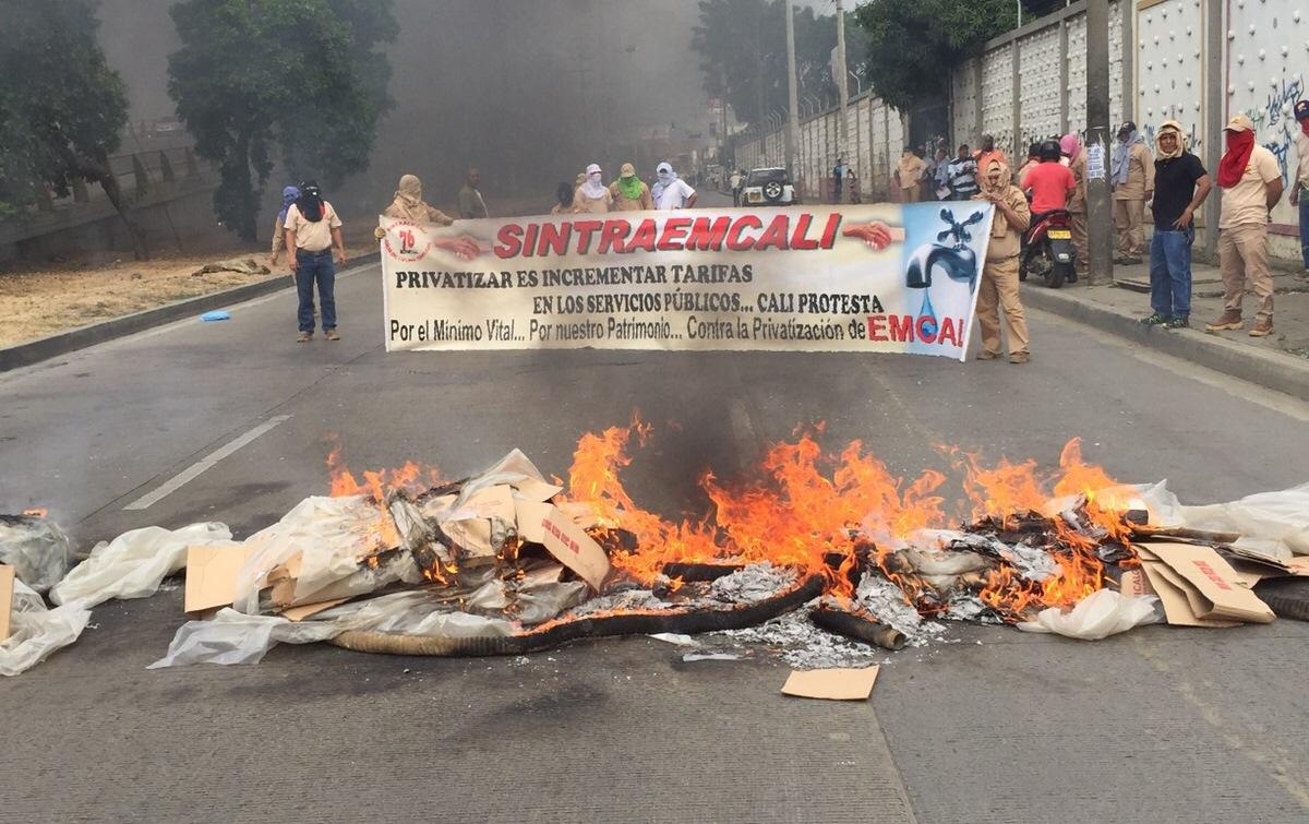 Miembros de Sintraemcali bloquearon la Autopista Suroriental