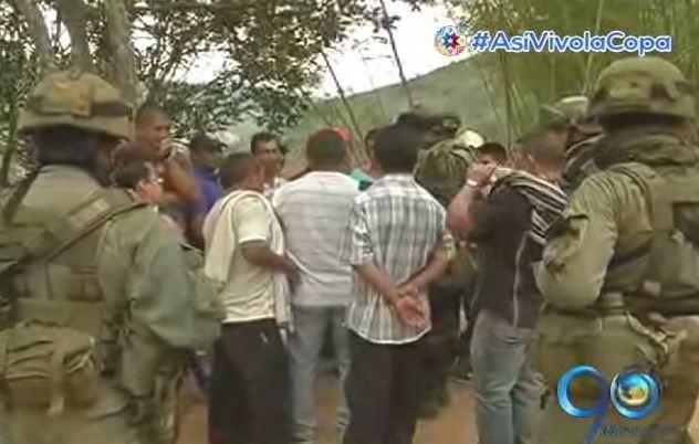 Habitantes de El Mango saldrían del pueblo si militares continúan