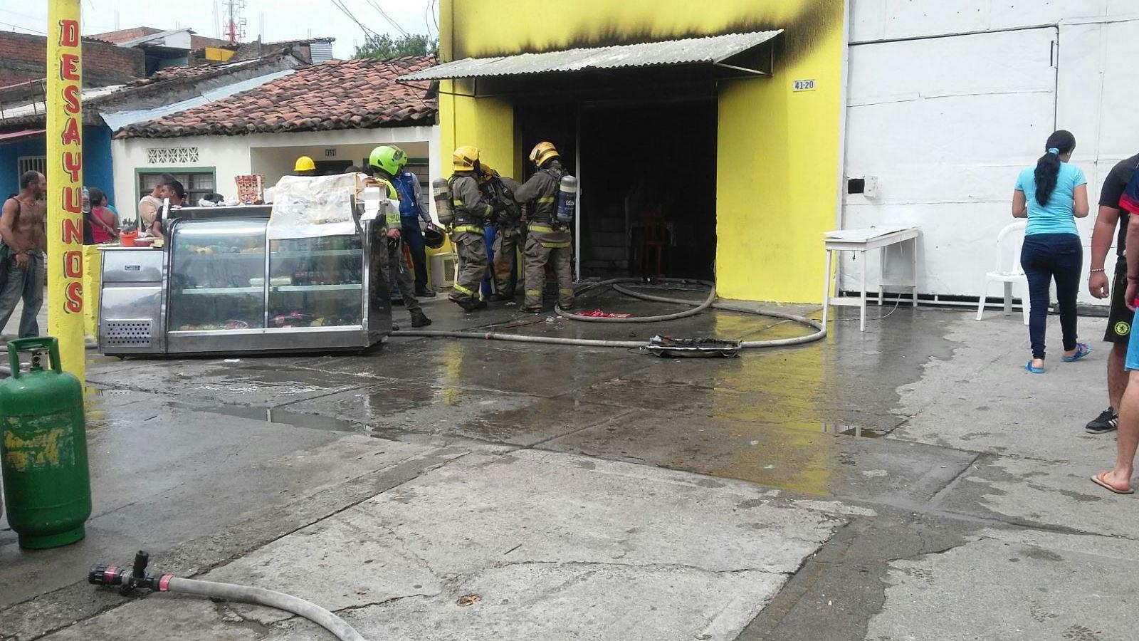 Dos personas heridas por incendio en el barrio República de Israel