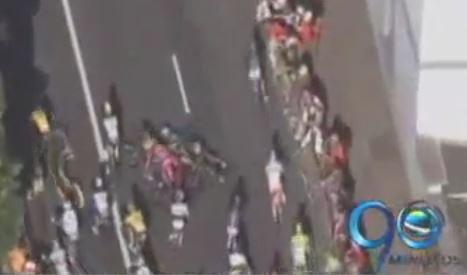 Nairo Quintana sufrió caída en el Tour pero se mantiene en competencia