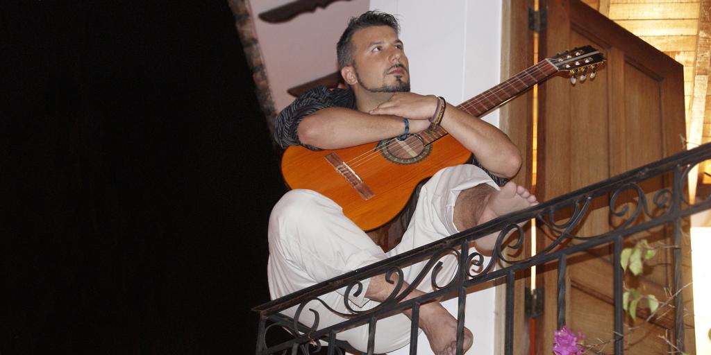 Español detenido por Migración se hacía pasar por cantante
