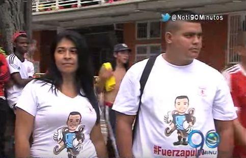 Hinchas fueron al Pascual con camisetas blancas en apoyo al 'Pulpo' Viera