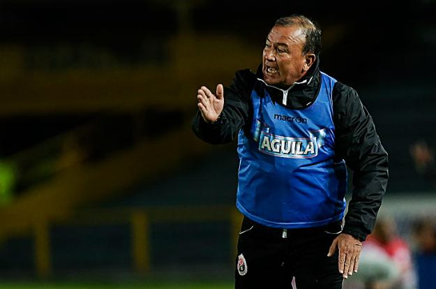 Alberto Suárez fue presentado como el nuevo técnico de los escarlatas