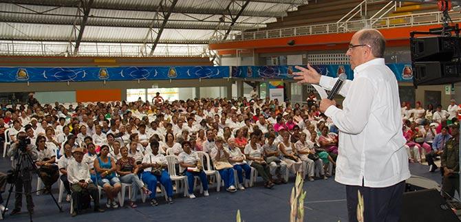 El alcade Rodrigo Guerrero rindió homenaje al adulto mayor