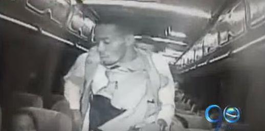 Cuatro hombres armados asaltan bus en la recta Palmira Cali