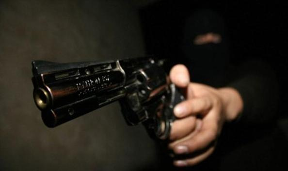 Asesinan a joven en la entrada de su vivienda