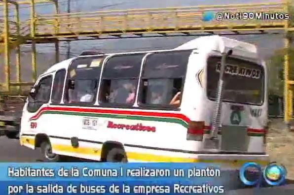 Habitantes de la comuna 1 protestaron por salida de buses colectivos