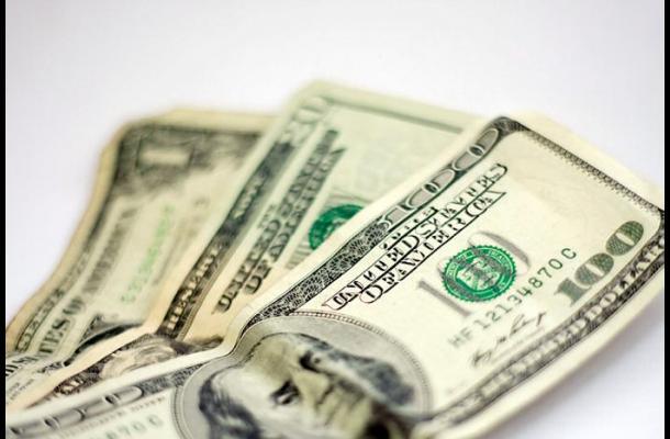 El dólar sigue en un alza histórica, hoy superó los $3.200