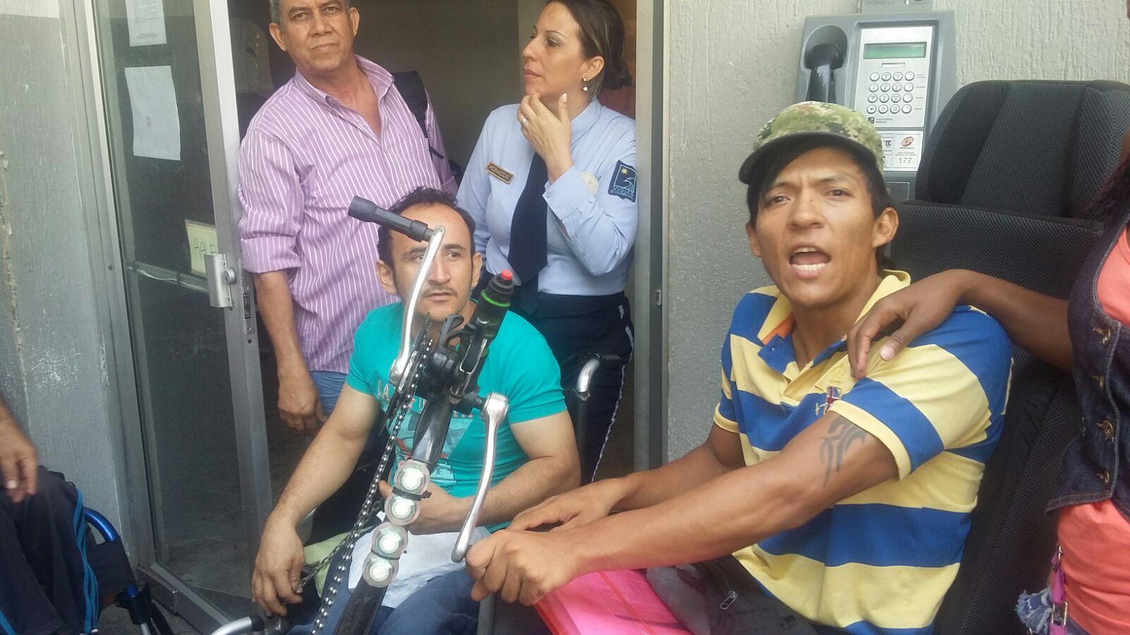 En Caprecom, cuatro pacientes encadenados exigen sus medicamentos