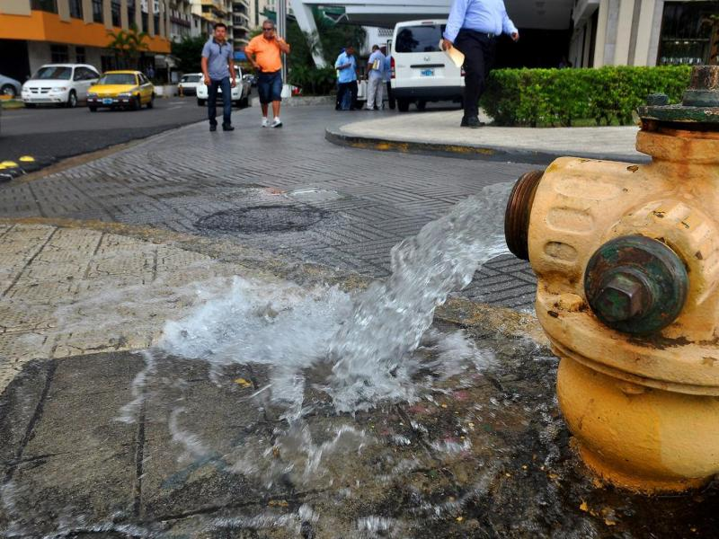 Emcali habilitó dos hidrantes para suministrar agua potable en barrios del sur
