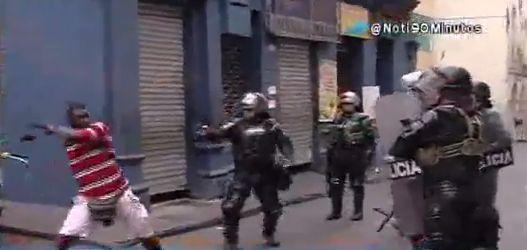 Ciudadanos se enfrentaron con el Esmad por inmovilización de buseta