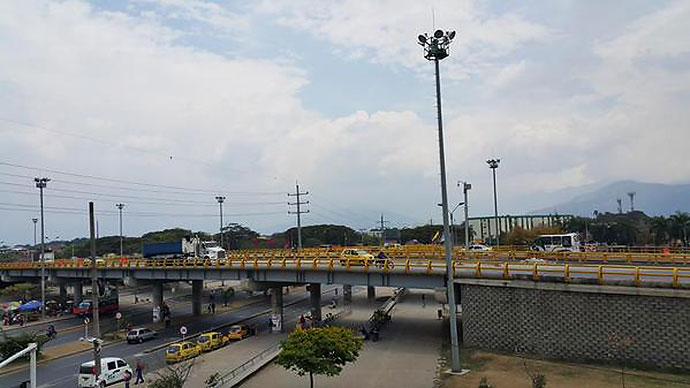 Habilitado paso sobre el puente de la Cll 70 Cra 8 sentido S-N