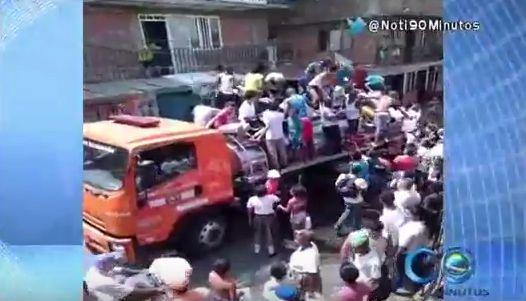 Habitantes de Alto Menga saquean camiones de la Defensa Civil por agua