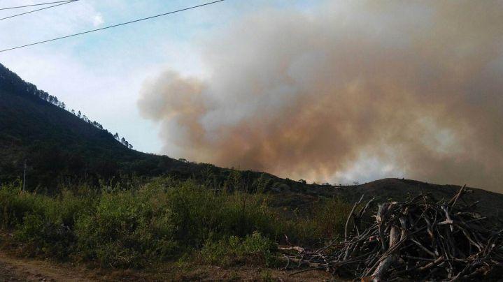 Contra tres incendios forestales, se enfrentaron los Bomberos de Cali