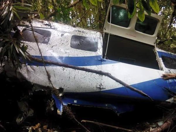Avioneta con 3 pasajeros a bordo cae en zona rural de Yumbo