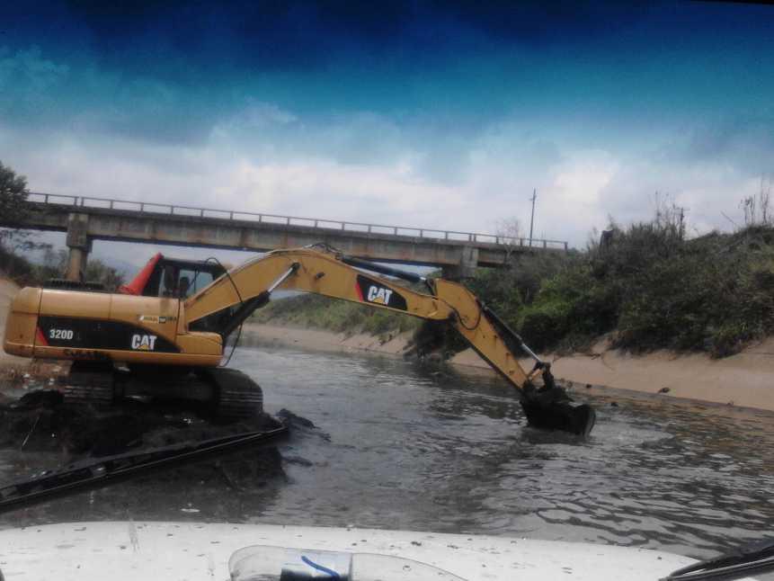 Mil metros cúbicos de basuras removidos del canal sur en Cali