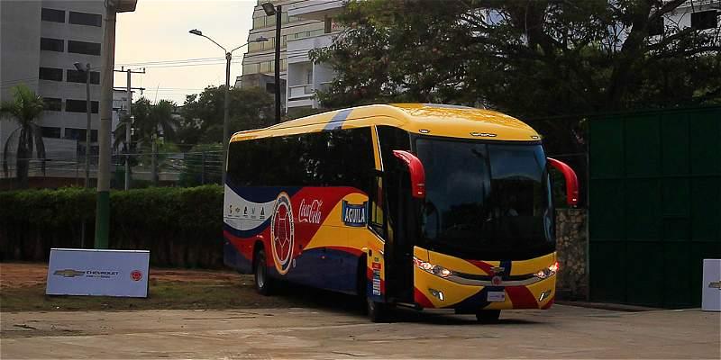 Los nuevos convocados de la Selección Colombia estrenan bus