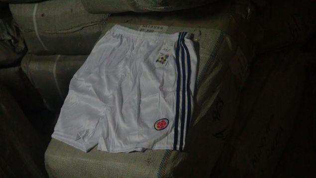 Decomisan uniformes falsos de la selección de fútbol de Colombia en Panamá