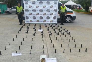 Policía incauta 46 armas de fuego en un vehículo blindado