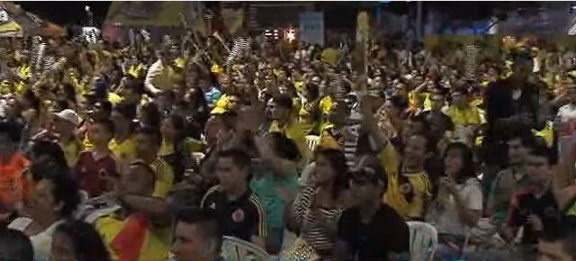 Caleños se gozaron el partido de Colombia en la Plazoleta Jairo Varela