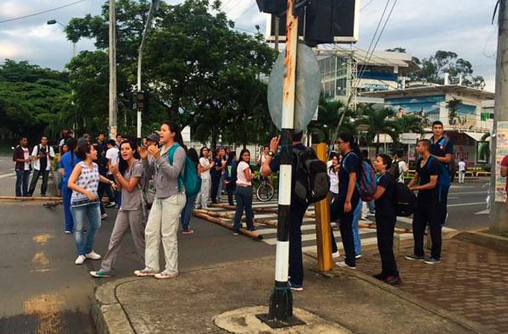 Normalizado tráfico tras protestas de estudiantes de Univalle