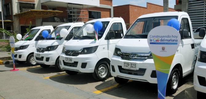 Alcaldía entrega otro lote de 37 vehículos a viejos carretilleros