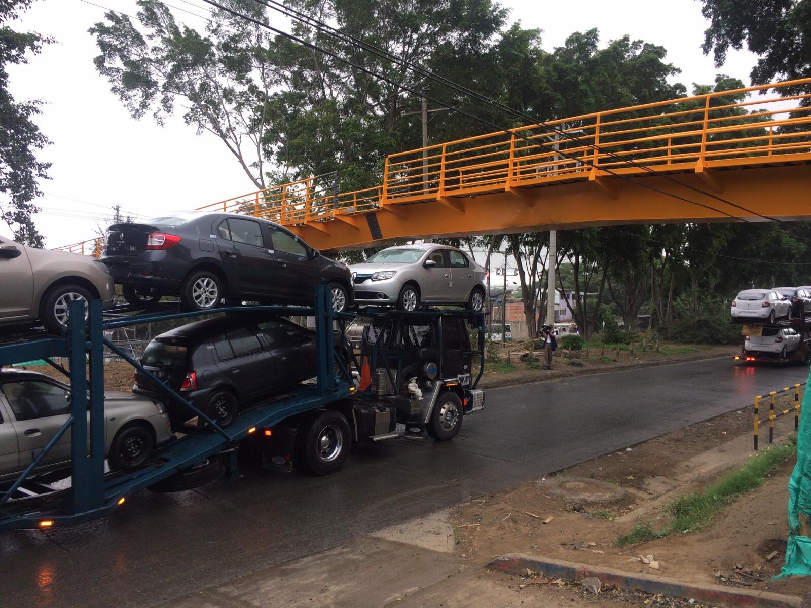 """En Yumbo denuncian que puente peatonal quedó muy """"bajito"""""""
