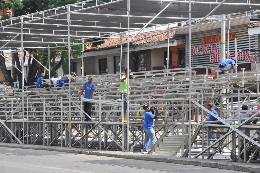 Inició el montaje de las graderías sobre la Calle de la Feria