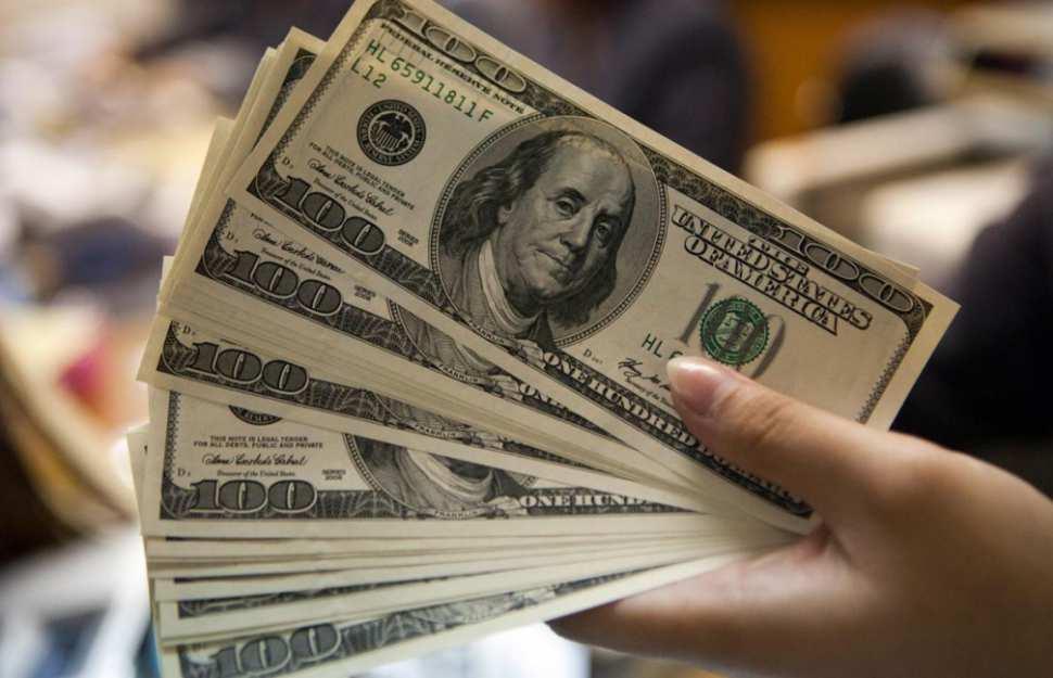 El dólar sigue en aumento e inició la semana por encima de los $3.200