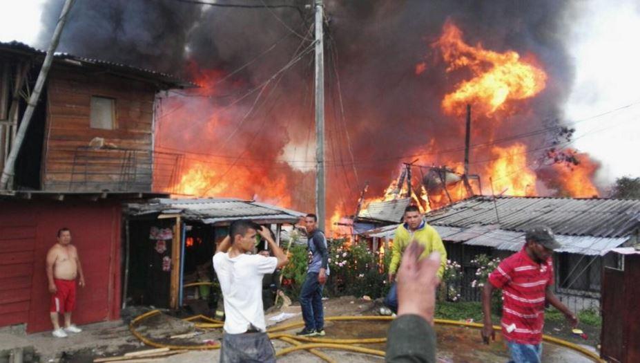 Incendio en asentamiento de Popayán destruyó 50 casas