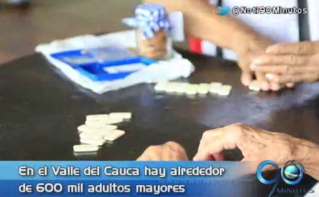 Adultos mayores de Cartago recibieron tarjetas para salud y recreación