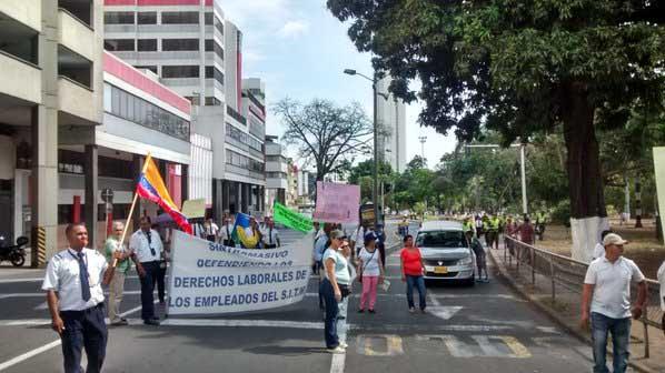 Conductores del Mío protestan por pagos atrasados