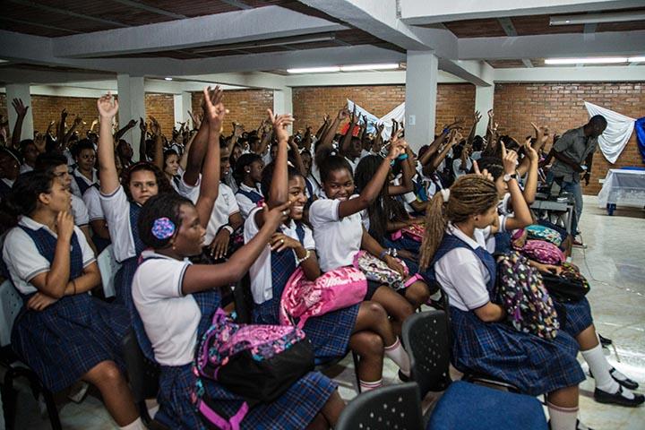 Faltan menos de 300 alumnos por reubicar en colegios de Cali