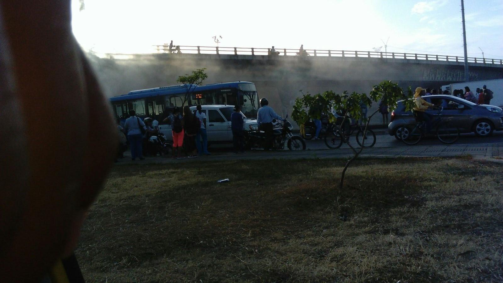 Emanación de humo en bus del Mío habría dejado un afectado