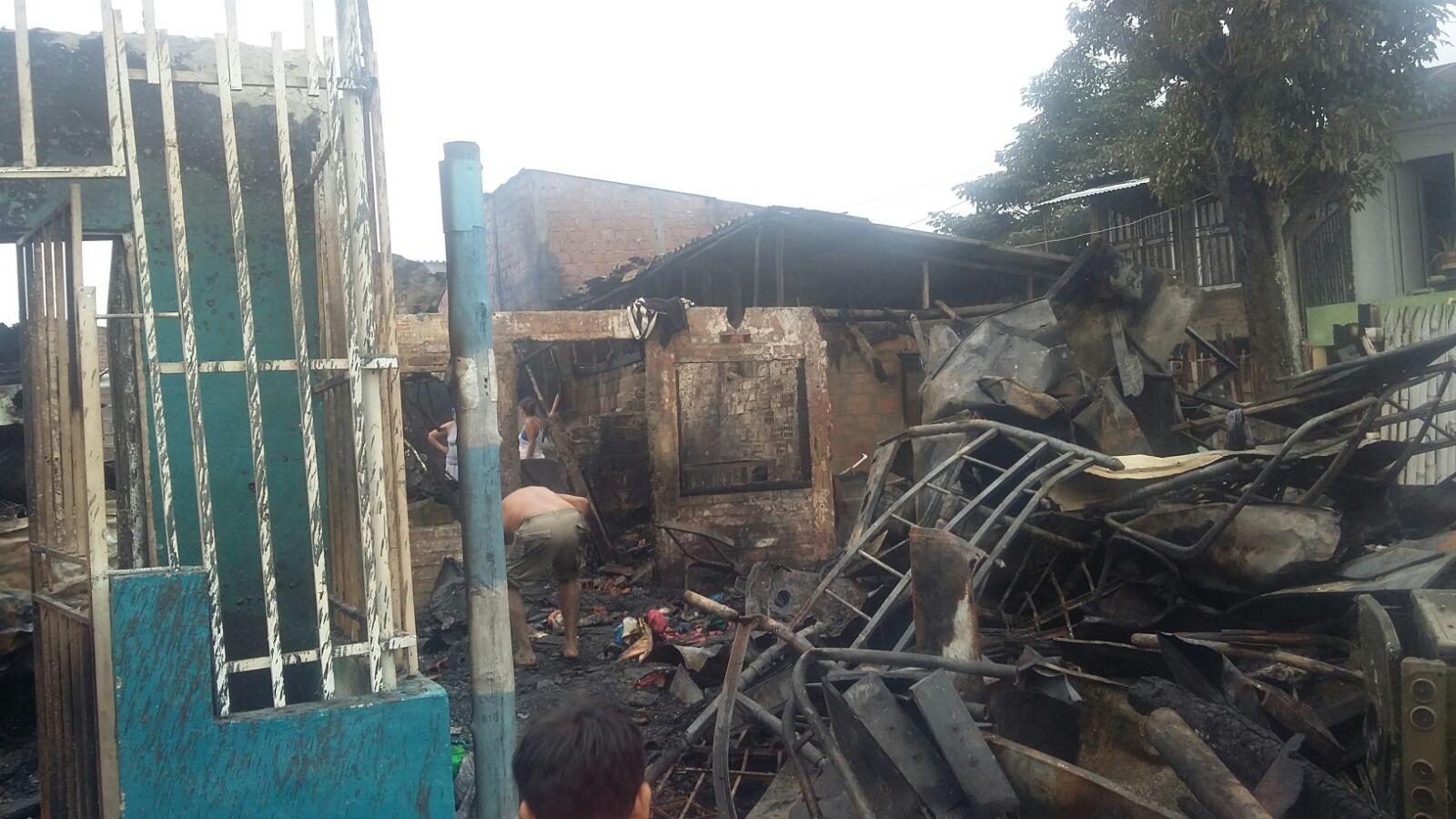 Diez personas lesionadas dejó el incendio en el barrio Mojica