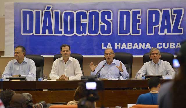 Denuncian violación de Farc al DIH por ingresar armados a colegio en Colombia