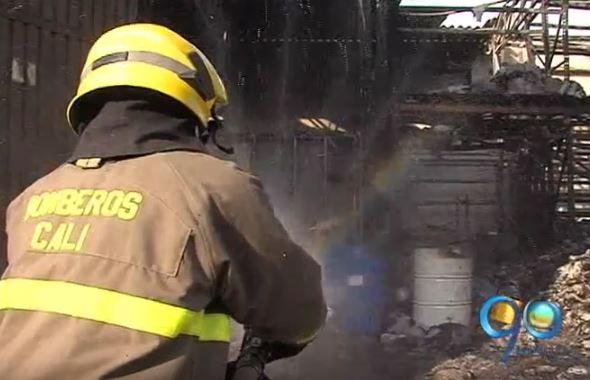 Incendio en el barrio San Nicolás consumió una bodega en el centro de Cali
