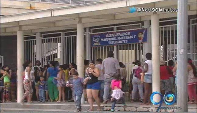 Piden a padres matricular a sus hijos en colegios oficiales