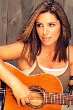 En el día contra el cáncer, homenaje a la cantante Soraya