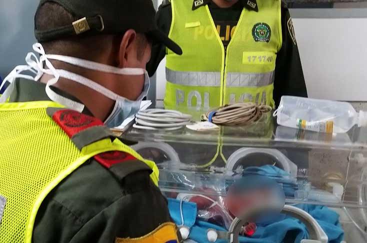 Policía rescató a bebé que había sido abandonado en el centro