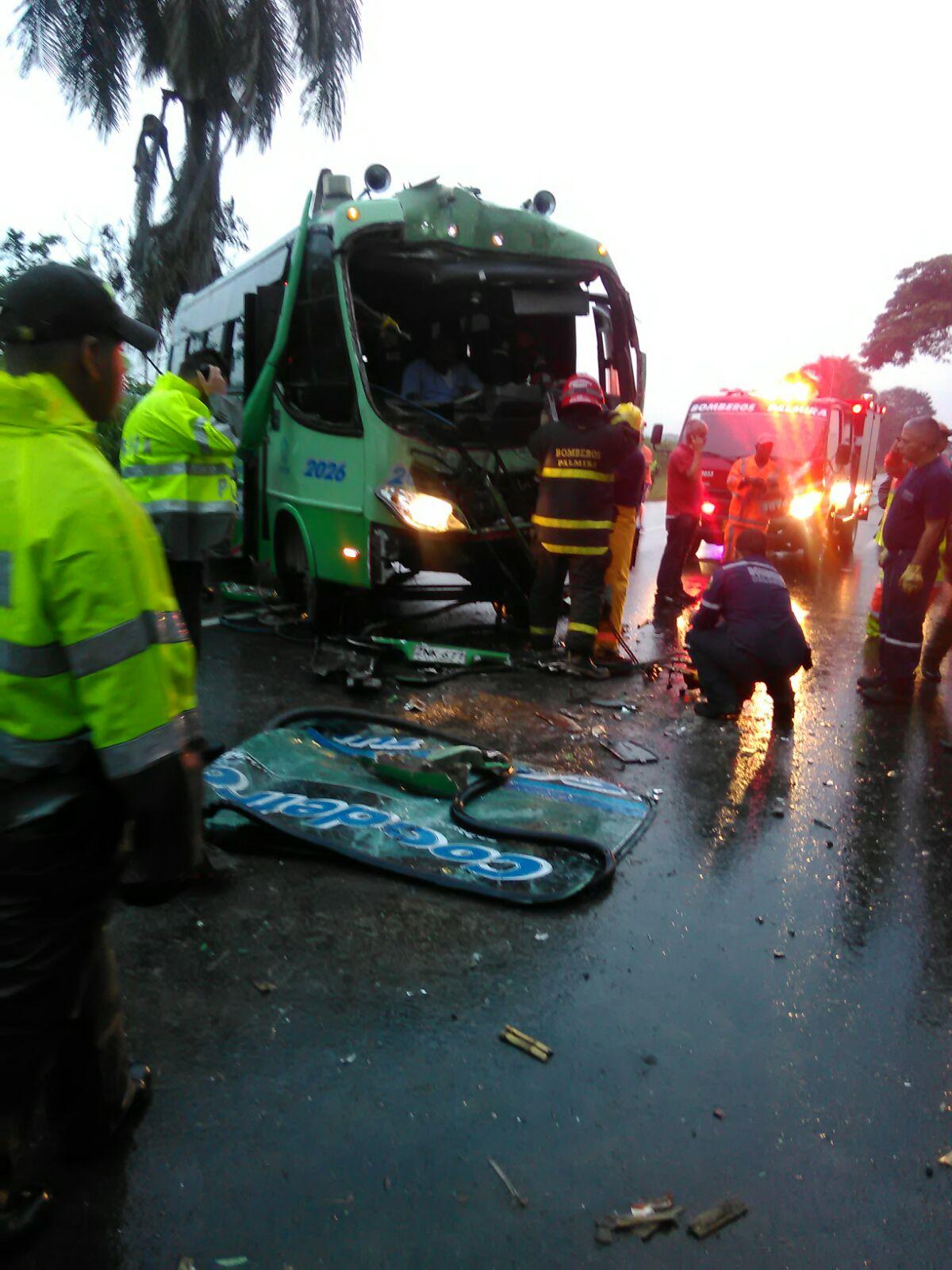 Seis heridos dejó accidente en la recta Cali- Palmira