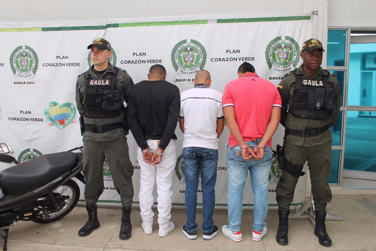 Dos capturados y un menor aprehendido por extorsión en Cali