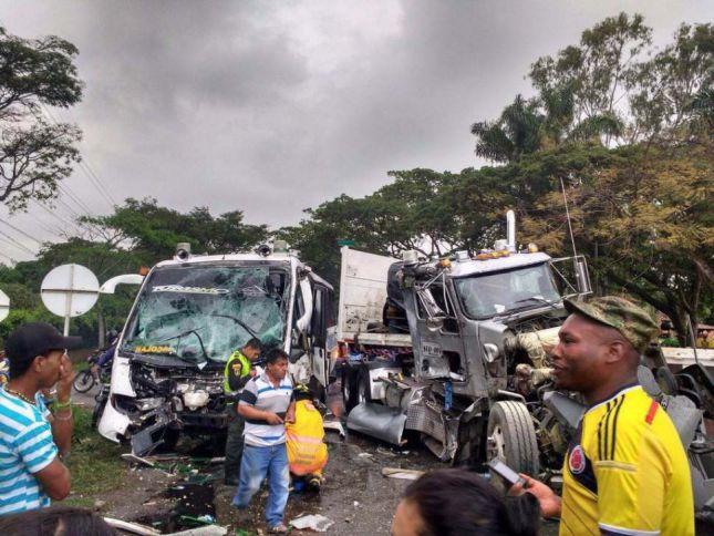 Fuerte accidente en la vía Panamericana deja 15 personas heridas