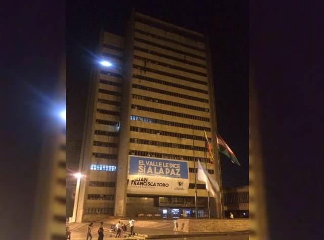 ¿Cree que apagar las luces de los edificios públicos aporta al racionamiento a nivel nacional?