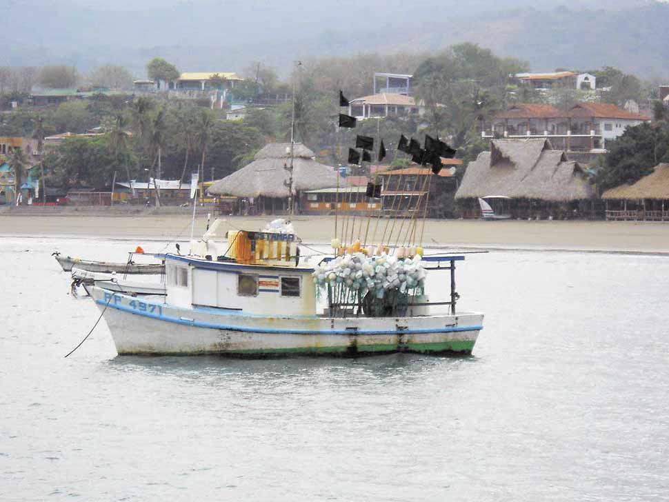 Detienen embarcación por pesca ilegal en el Pacífico colombiano