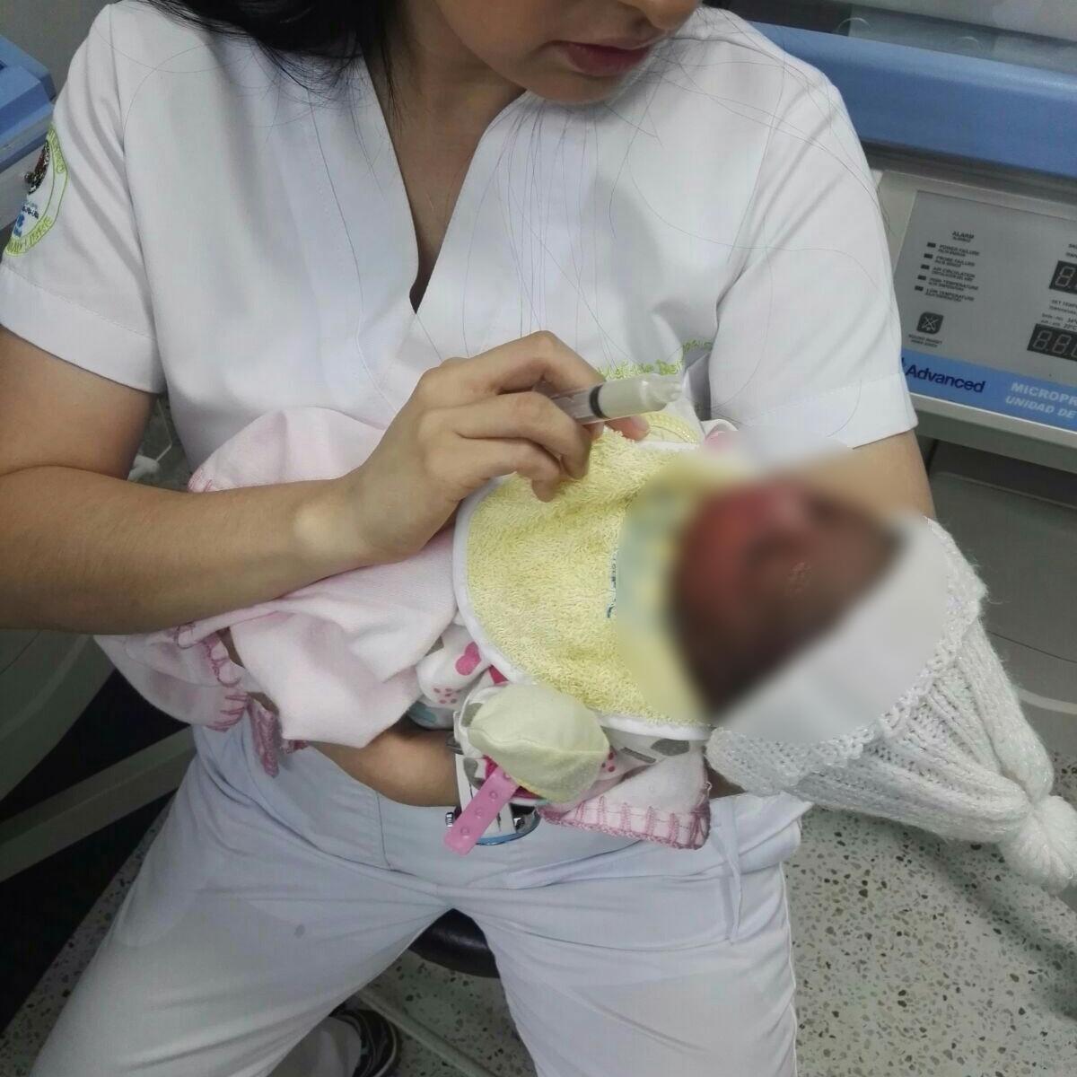 Bebé abandonada en un basurero, se recupera en el HUV