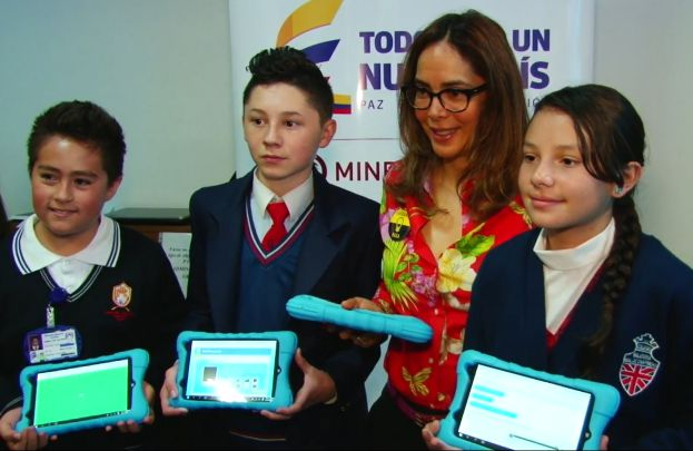 """Ministerio de Educación entrega portal educativo """"Colombia Aprende"""""""