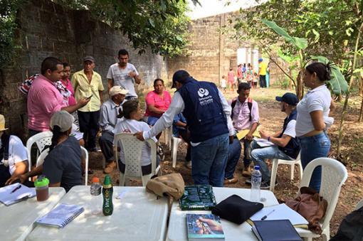 Combates entre FARC y narcos desplazan a 220 personas en Nariño